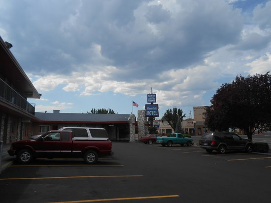 Maverick Motel: Maverick Signage