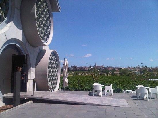 Cava & Hotel Mastinell : En el exterior