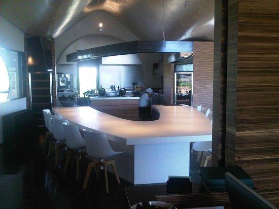 Cava & Hotel Mastinell : La cocina abierta