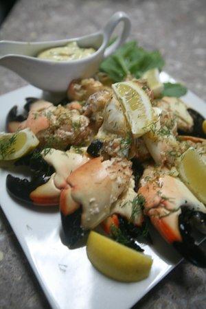 The Rainbow Inn Seafood & Steak House : Garlic, Dill Stone Crab Claws