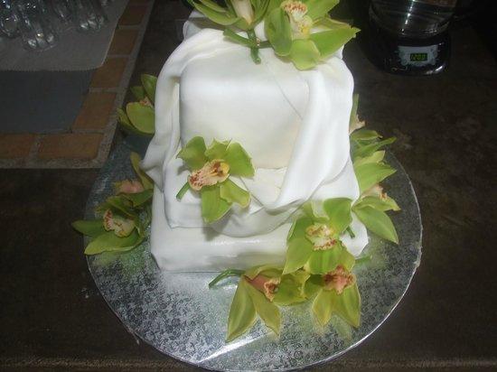 Deluxe wedding cake