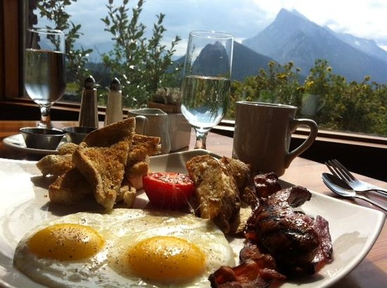 "The Juniper Hotel: the ""Mountaineer Breakfast"" with view"