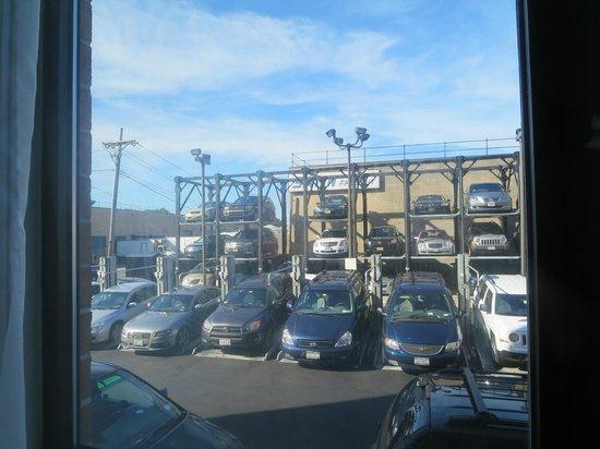 Fairfield Inn New York JFK Airport: Valet Parking structure