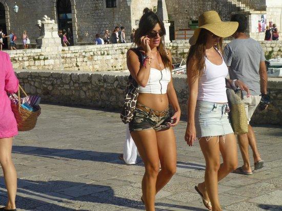 هوتل فيلا نورا: Strollers