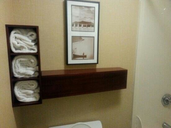 Residence Inn Knoxville Cedar Bluff: Neat and clean - bathroom