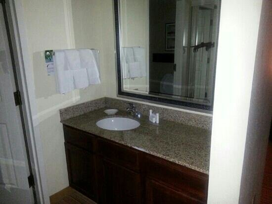 Residence Inn Knoxville Cedar Bluff: Separate vanity area