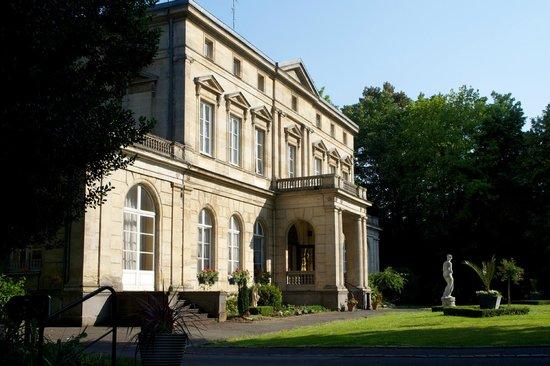 Chateau de la Motte Fenelon : Front and entrance