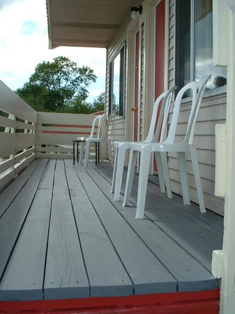 The Gull Motel: Upstairs deck