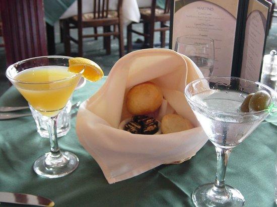 Lyons' Den Restaurant and Tavern: Martinis too!