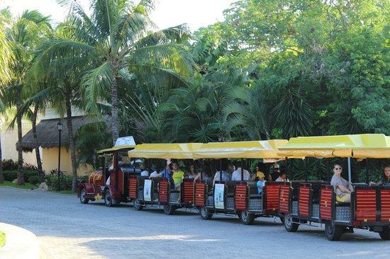 Grand Palladium Kantenah Resort and Spa: Le petit train