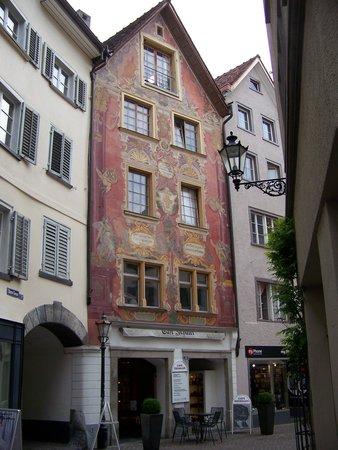 Zunfthaus zur Rebleuten: Street scene in old town Chur