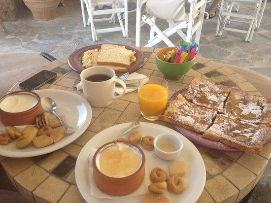 Eleni's Village Suites: Colazione normale e a pagamento
