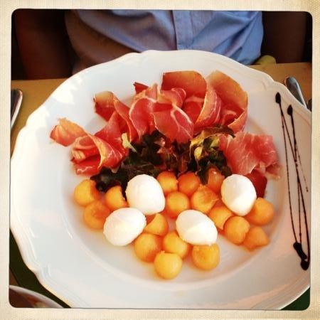 Agriturismo Podere Torricella - Fattoria il Turco: meloen, ham, mozarella