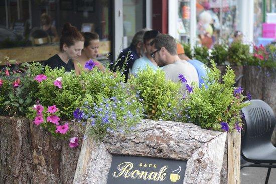 Cafe Ronak: 7