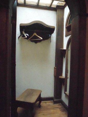 Hotel Santo Tomas: Pequeño vestidor