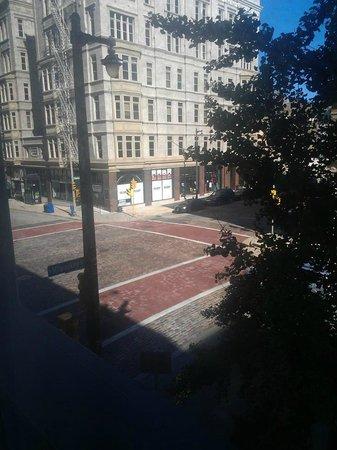 Hotel Metro: 2nd floor room view