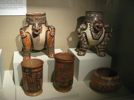 Museo del Jade: Belos vasos e urnas