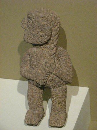Museo del Jade: Atente para a expressão da pessoa trançando o cabelo