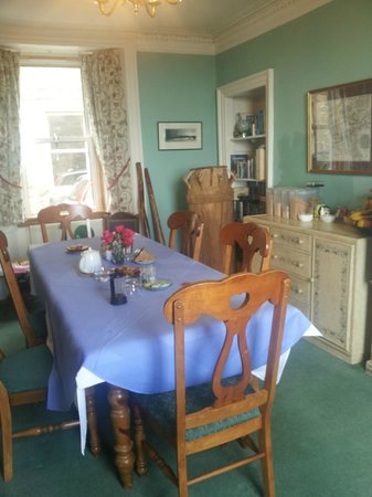 Joppa Turrets Guest House: dining room
