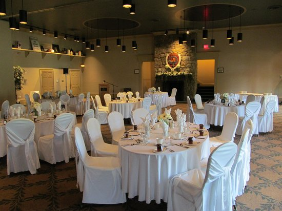 Inverary Resort: wedding dinner setup