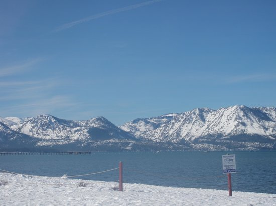 Lake Tahoe Vacation Resort: foto do lago junto ao hotel