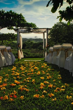 Villas de Palermo Hotel & Resort : A garden wedding setting looking out over the bay in San Juan del Sur