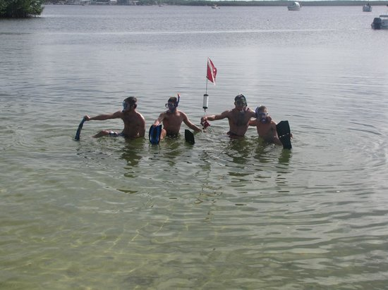 Hampton Inn Key Largo: Going snorkeling off the beach at the Hampton.