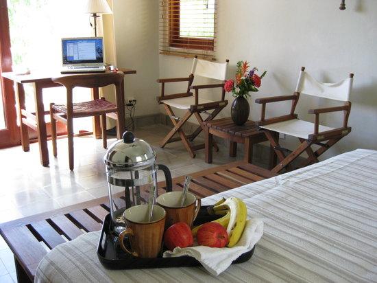 Villas de Palermo Hotel & Resort: Spacious upstairs bedroom with private bathroom and balcony