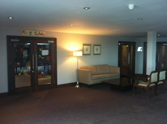 Westgrove Hotel and Conference Centre: Kids club entrance nd seat'n area