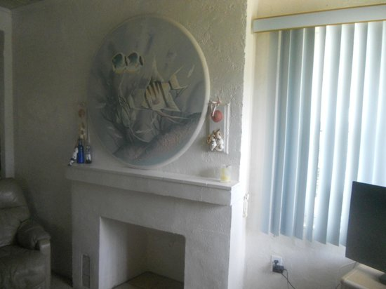 Gulf Sands Beach Resort : Livingroom artwork