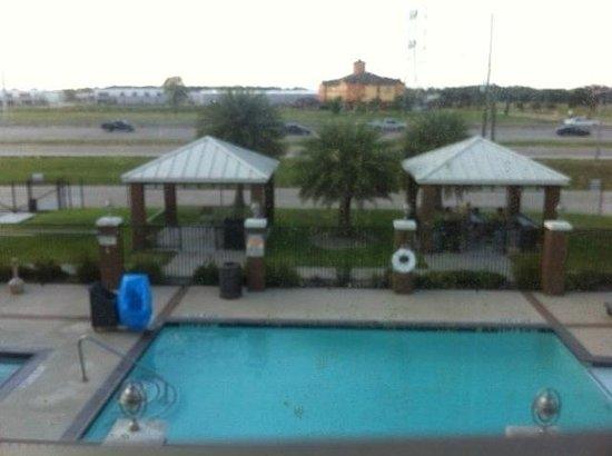 Candlewood Suites Houston IAH / Beltway 8: Pool and Beltway