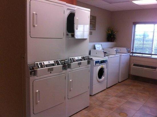 Candlewood Suites Houston IAH / Beltway 8: free laundry