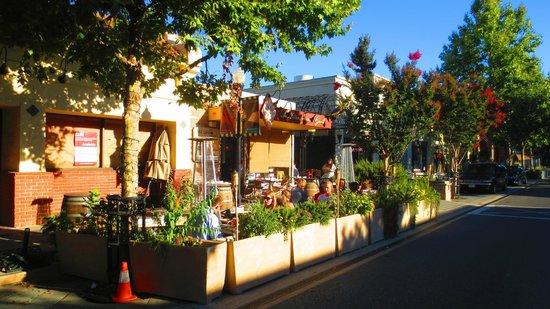 Cafe Baklava: Outside dinning