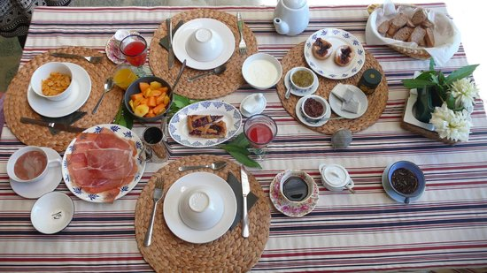 Il Ciliegiolo: Tasty breakfest with homemade jam, Cakes and Parma ham