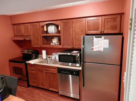Residence Inn Buffalo Amherst: Kitchenette in room