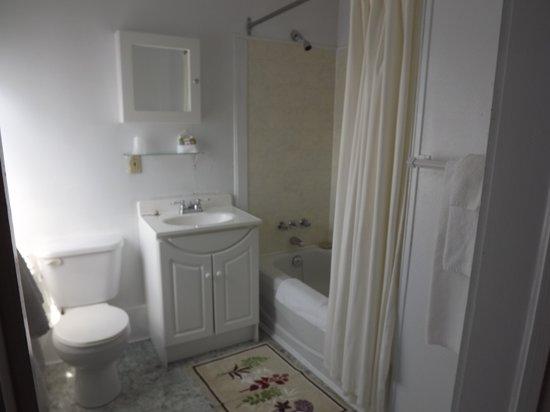Auberge Ste-Luce: Salle de bain chambre 10