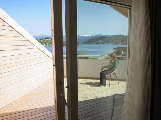 Thon Hotel Sandven : The kids enjoyed sitting on the balcony and looking out in the evening