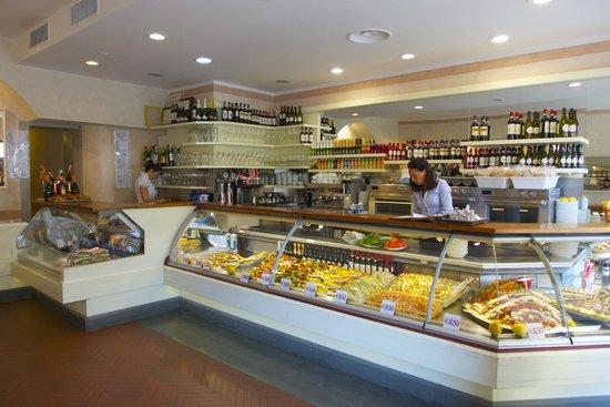 Relais Piazza Signoria: resturant next store!