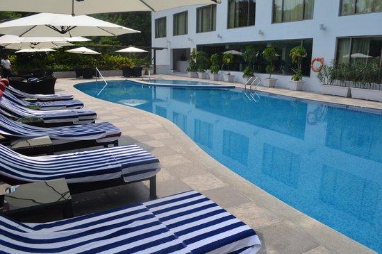 Radisson Blu Plaza Hotel Hyderabad Banjara Hills : Adorei a piscina!