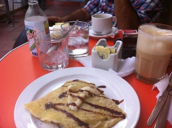 Jaguar Yuu Cafe : crepas, cafes y pie de limon.