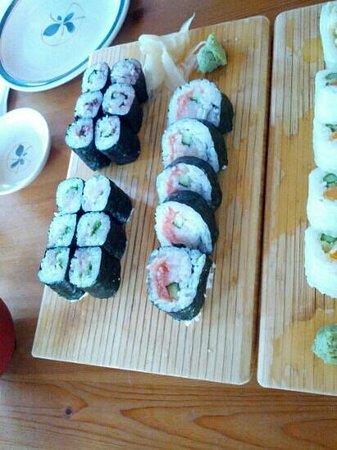 Sushi Bar 5517: sushi