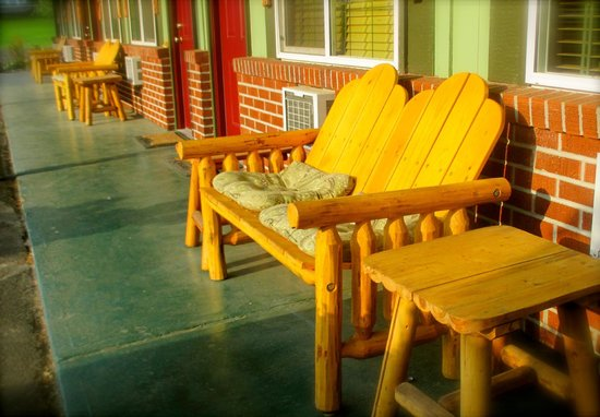 Mingo Motel: hand made benches