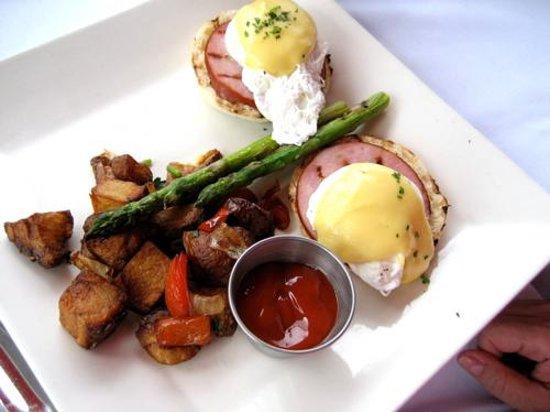 CIRCA at Dupont: Classic eggs benedict