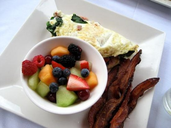 CIRCA at Dupont: Egg white omelet and bacon