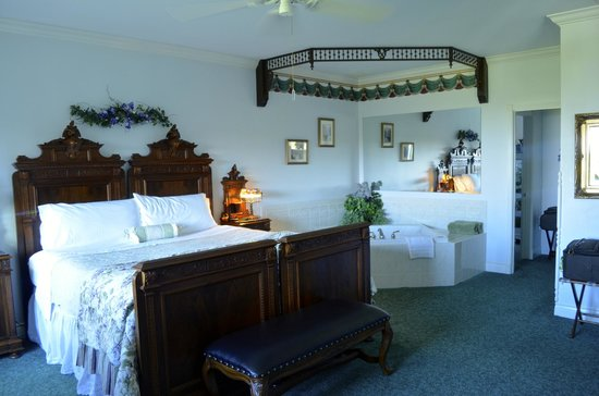 Sea Cliff Gardens Bed & Breakfast: Maria Theresa Suite