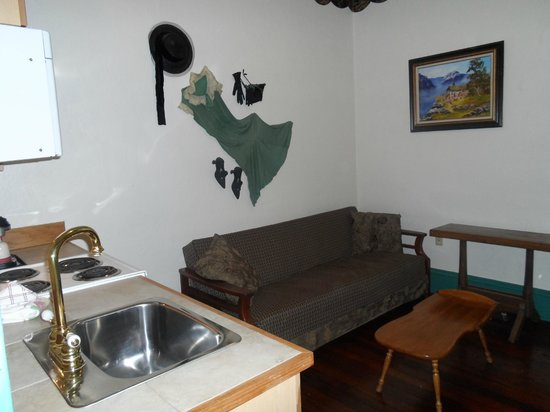 Historic Hotel Greybull: sitting, cooking and eating area