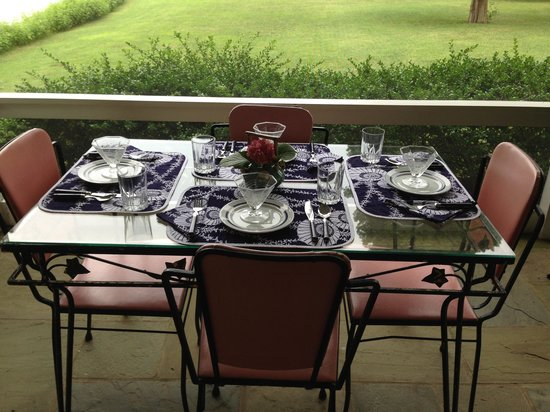 Point Breeze Bed & Breakfast: A private table for four at Point Breeze.