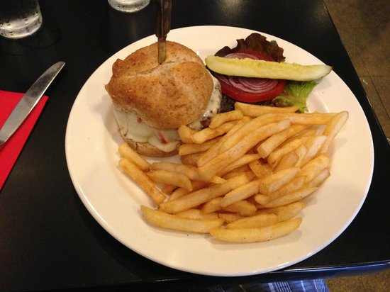 Hilo Bay Cafe : A Great Burger