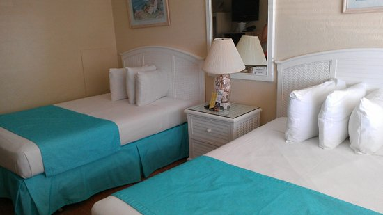 Aztec Resort Motel: room decor is so bright and cozy!