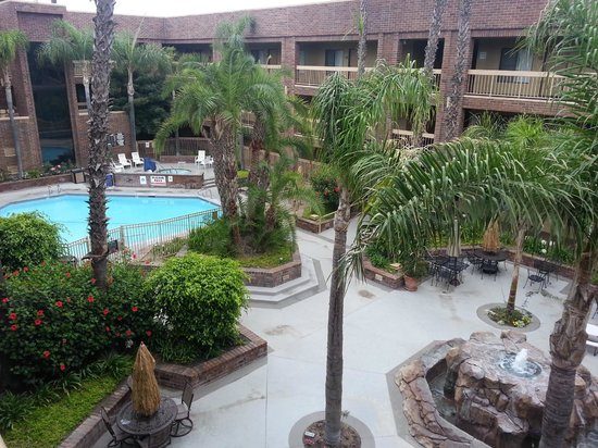 BEST WESTERN Plus Meridian Inn & Suites, Anaheim-Orange: Central Courtyard